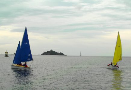 Barca a vela per principianti: consigli, come iniziare e dove acquistarla
