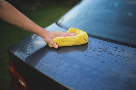 Lavaggio auto: quando scegliere quello manuale