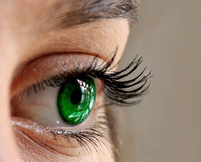 Ciglia: come avere uno sguardo più intenso aumentando il volume